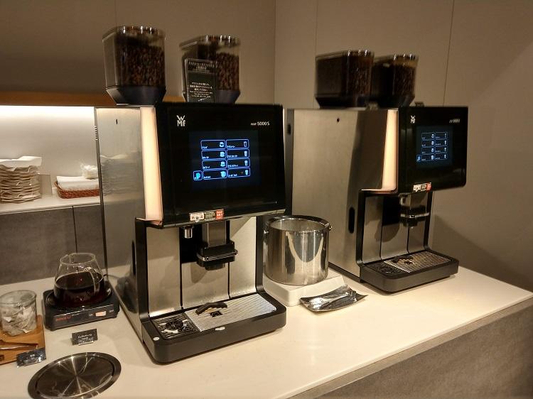 羽田空港 ターミナル2 POWER LOUNGE コーヒーマシン1