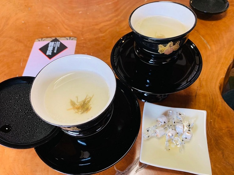 京都特別観光ラウンジ お茶とお茶菓子