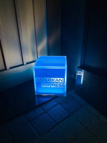 光るアメックスボックス