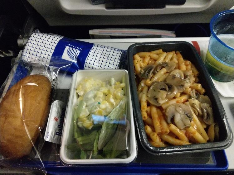 ユナイテッド航空 機内食 パスタ