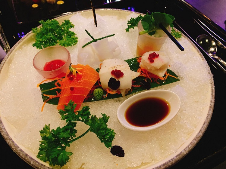 ジョイ バイ ドーゾー Vegetable Sashimi on Ice with Oyster-Leaf Shooter Glass
