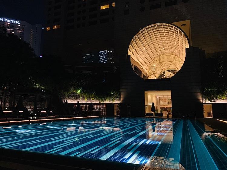ザ・リッツ・カールトン・ミレニア・シンガポール プール夜