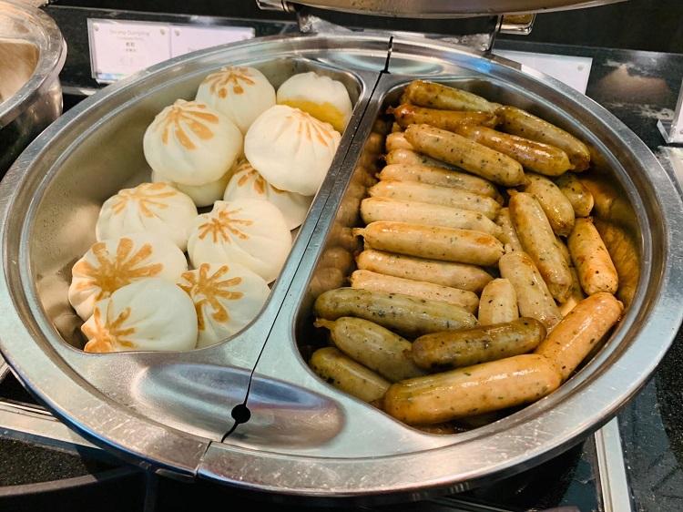 センチュリオンラウンジ 餡饅、ソーセージ