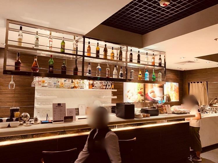 Plaza Premium Lounge ヌードルバー&ボールサーバー