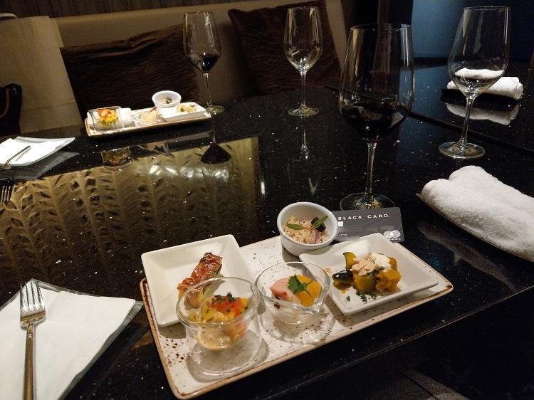 赤ワイン「ケンウッド ジャックロンドン カベルネ・ソーヴィニヨン 2015」とフィンガーフード