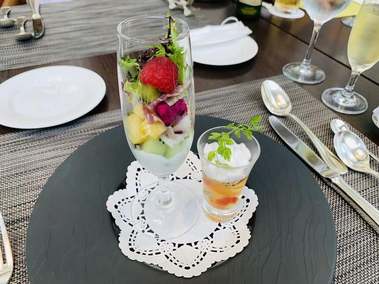 アマデウス イタリア産生ハムとフルーツのサラダ