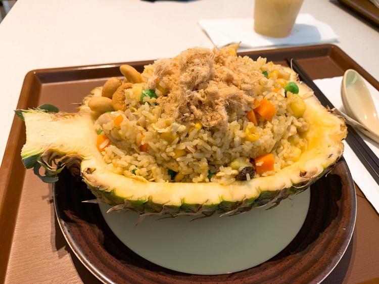 ギャラクシーマカオ 昼食 パイナップルチャーハン