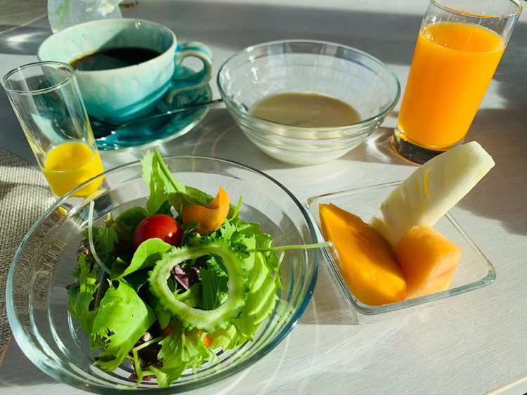 TIN'IN 朝食 サラダとフルーツ