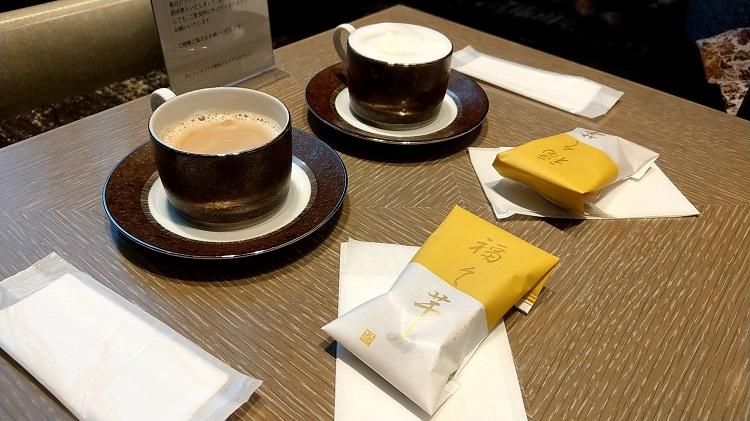 ダイナースクラブ 銀座プレミアムラウンジ ドリンクとお茶菓子