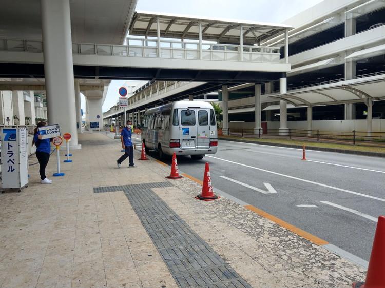 レンタカー屋への送迎バス
